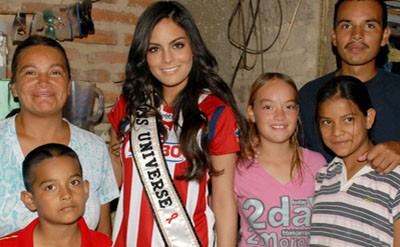 Miss Universe Helps Poor Kids in Mexico