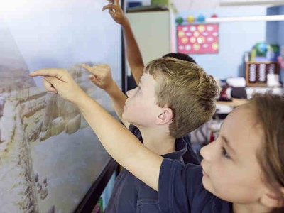 How to Enhance Classroom Collaboration Using Technology