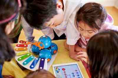 Robots Invade Schools to Teach Kids to Code