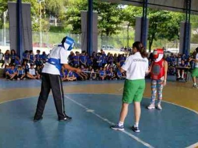 Rio School Kids Attend Fencing Classes