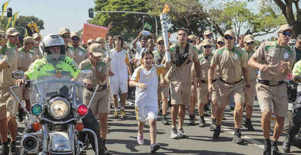 Syrian Refugee Girl Begins Olympic Torch Relay in Brasilia