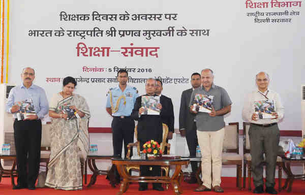 "Pranab Mukherjee releasing a Booklet ""Umang 2015"" on the occasion of the Teacher's Day, at President's Estate, in New Delhi on September 05, 2016. The Deputy Chief Minister of Delhi, Manish Sisodia and other dignitaries are also seen."
