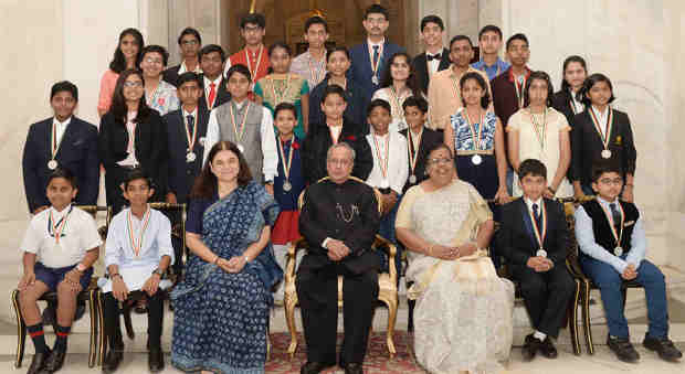 Pranab Mukherjee with children on the occasion of Children's Day, at Rashtrapati Bhavan, in New Delhi on November 14, 2016