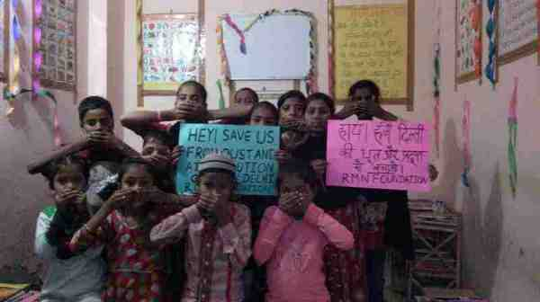 Children affected by dust and air pollution at the RMN Foundation free school for deserving children in Delhi. Photo of November 2016 by Rakesh Raman