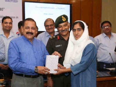 Indian Minister Felicitates Students of Jammu and Kashmir