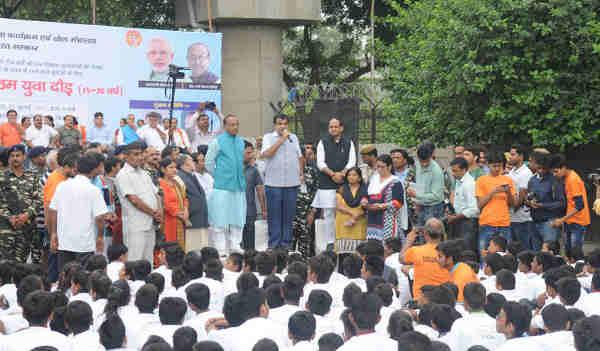 Flag-off ceremony of the 10th Slum Yuva Daud in Delhi on July 22, 2017