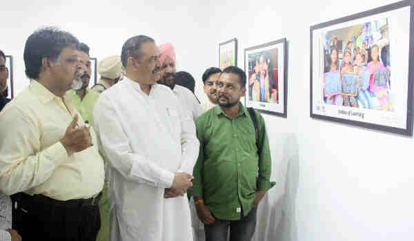 The Minister of State for Social Justice & Empowerment, Shri Vijay Sampla taking the round of the photo exhibition on Beti Bachao, Beti Padhao campaign, Swachh Bharat Abhiyan and Khelo India Khelo, organised by the Photo Journalists Welfare Association, in Chandigarh on June 23, 2018.