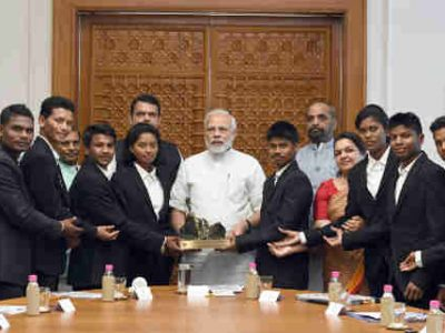 PM Modi Meets Tribal Students from Maharashtra