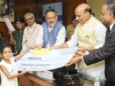 Rajnath Singh Gives Scholarship Cheques to Children of Martyrs